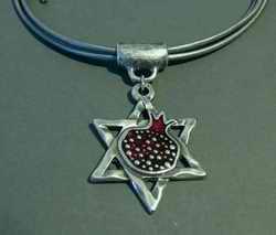 pom necklace